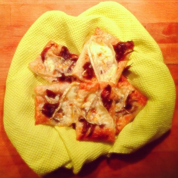 #spuntino con #pizzette #brie #radicchio al #profumo di #arancia #instafood #food #foodpics #tasty #instagood #igers #igersitalia