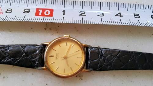 Reloj Dama Seiko Neo Classic Esfera Dorada Malla Cuero