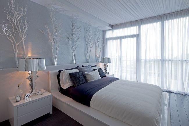 schlafzimmer design entspannt weiß hellblau zweige silbern