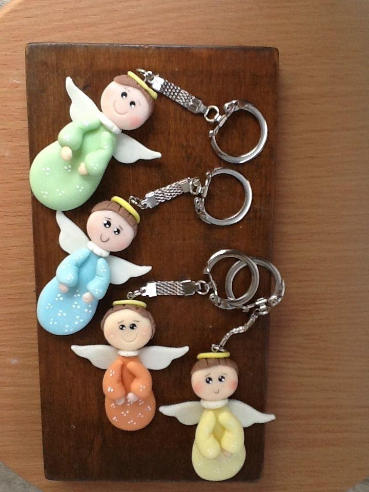 Llaveros de angelitos.