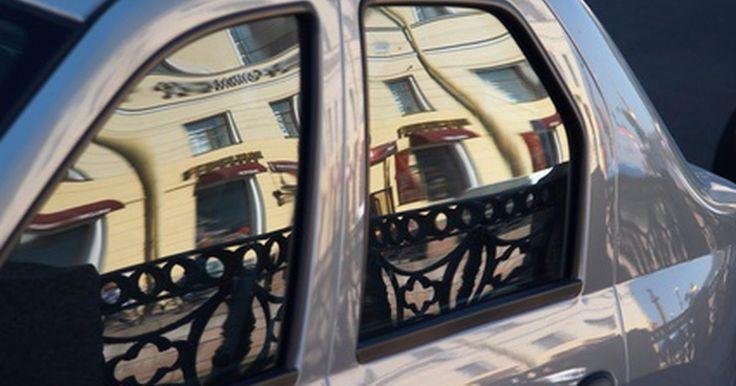 Como evitar multas por uso de película insulfilm na janela. Todos os 50 estados dos Estados Unidos têm normas em vigor a respeito de película para janelas de carro. As leis regulam a tonalidade máxima permitida, mas elas são diferentes em seus requisitos de indicação do percentual de luz que deve penetrar pela película para ser considerada legal. Desta forma, em efeito, quanto menor a porcentagem permitida ...