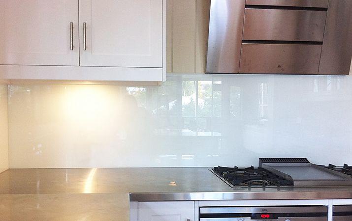 17 best ideas about glass splashbacks for kitchens on for Cheap kitchen splashback ideas