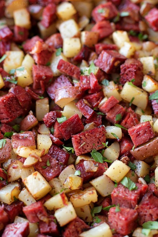 Leftover Corned Beef Hash | http://lifemadesimplebakes.com