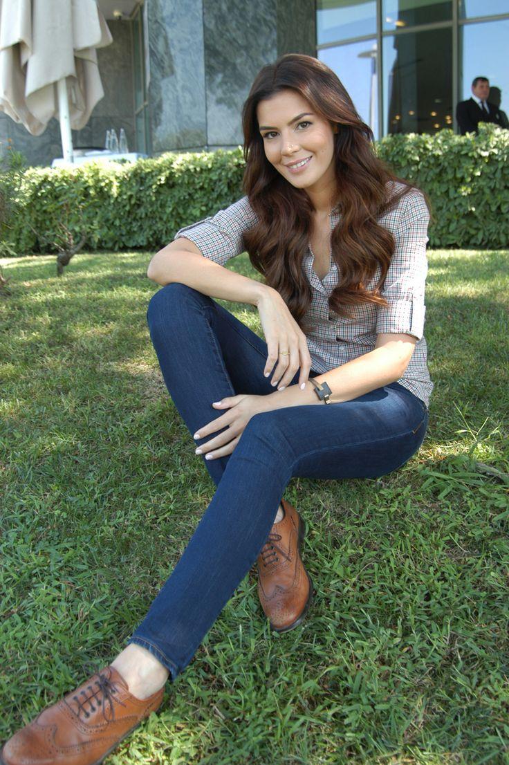 """Sık sık buluştuğu Korel-in annesi Hülya Darcan-ın 2 sezon """"Dila Hanım""""da gelinini canlandıran Şendil-in yeni bölümlerde rol alıp almayacağı önümüzdeki günlerde netlik kazanacak."""