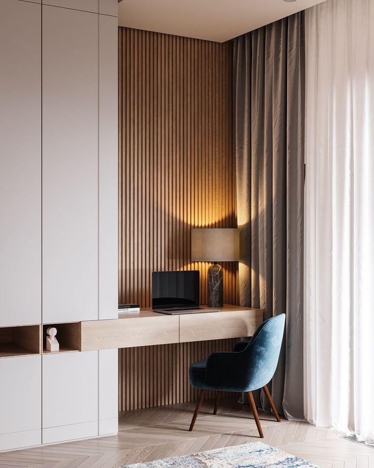 Ruhiges Interieur mit blauen und kupfernen Akzenten