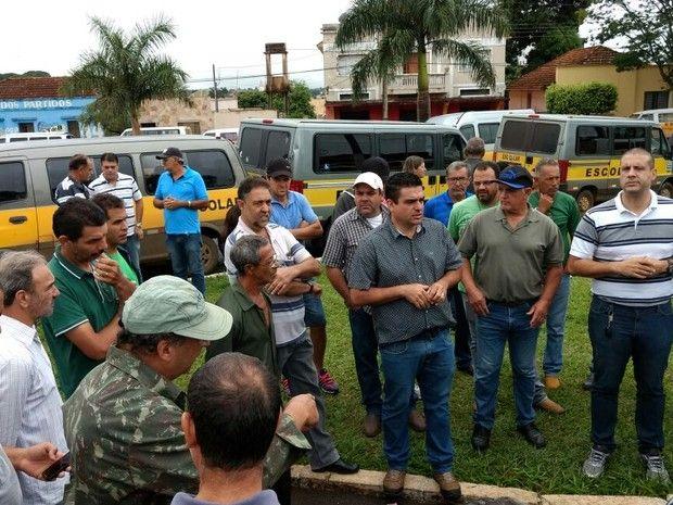#News  Motoristas do transporte escolar de Araguari paralisam as atividades
