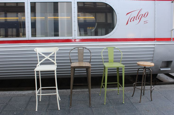 Taburetes altos metálicos y con asiento de madera fabricados por www.fustaiferro.com  #vintage #industrial #valencia #decoracion #interiorismo #diseño #hosteleria #bar #cafeteria  #hotel #restaurante