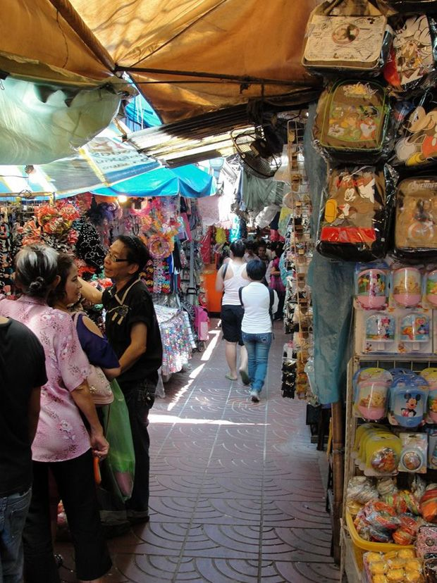 Traditional Market in Thailand: Sampeng Market, Bangkok