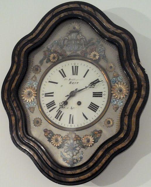 oeil de boeuf pendule ancienne french clock PARIS CADRAN ÉMAILLÉ et decor de fleurs       SUR LE CADRAN ÉMAILLÉ EST stipulé: louis qualité...