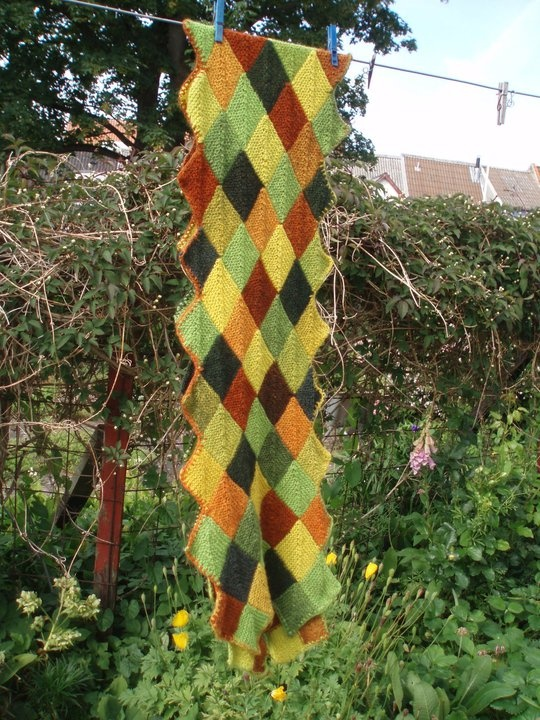 Det første domino tørklæde i Kauni uld