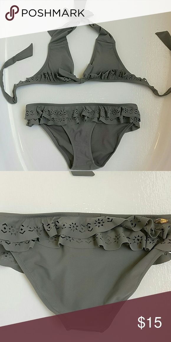 Grey triangle bikini set Size small from Jessica Simpson. Removable padding and Ruffles on the top. Bottoms have some ruffles as well and are medium/full coverage. worn only once excellent condition price is negotiable Jessica Simpson Swim Bikinis