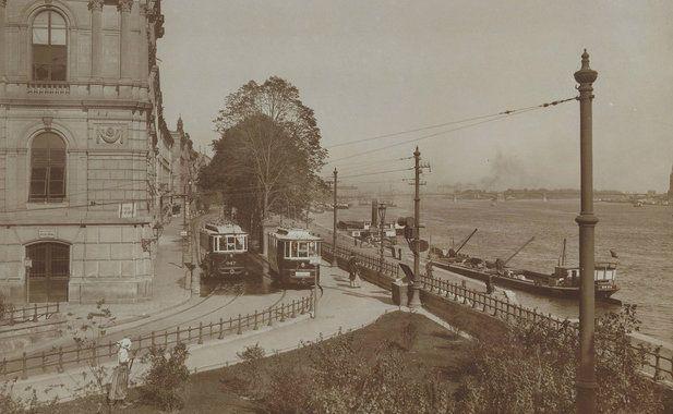 Bem rakpart a Láchídról a Margit híd felé nézve. Balra a Lánchíd Palota, az Ybl Miklós tervezte Lánchíd Társulat székháza