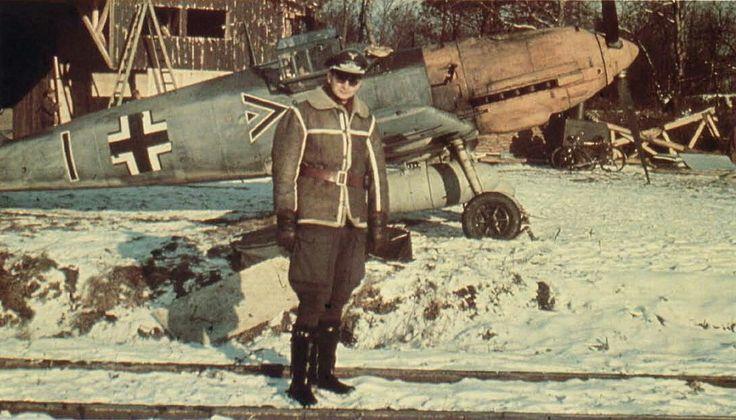 Walter Horten, Gruppenkommandeur of III./JG 26, in front of his Messerschmitt Bf 109 E.