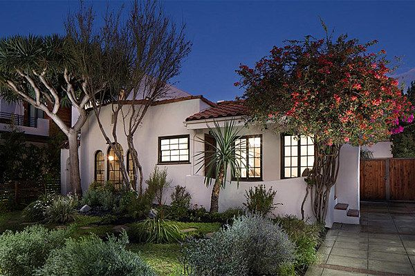 See Inside Don Henley S Beautiful Spanish Bungalow In Hollywood Pictures Spanish Bungalow Hollywood Homes Spanish Style Homes