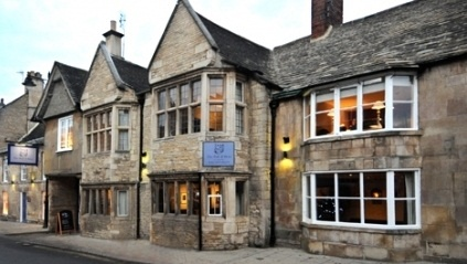 The Bull and Swan: Quaint Stamford pub - great for food and drinks. http://thebullandswan.co.uk