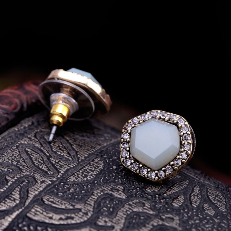 Artilady пятиугольника кристалл серьги старинные женщин горный хрусталь печать серьги стержня для женщин ювелирные свадебные серьгикупить в магазине ArtiLady Jewelry (Stylish Designer Brand)наAliExpress