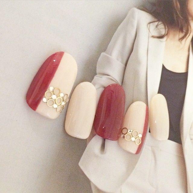 「旬の手先はシンプルカラーに宝石一粒。指先で魅せる秋のトレンドネイル特集」に含まれるinstagramの画像|MERY [メリー]