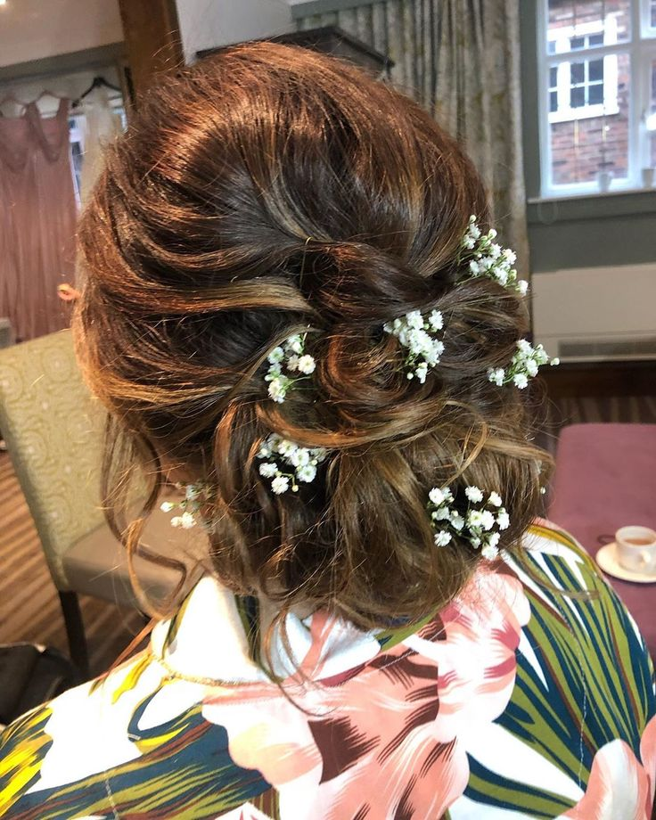 A textured updo finished off with some gypsophila looks so pretty. . . @thestanneylands  @sarahmeredithmakeup . . . #hairideas #updo #bridalhair #wedd...