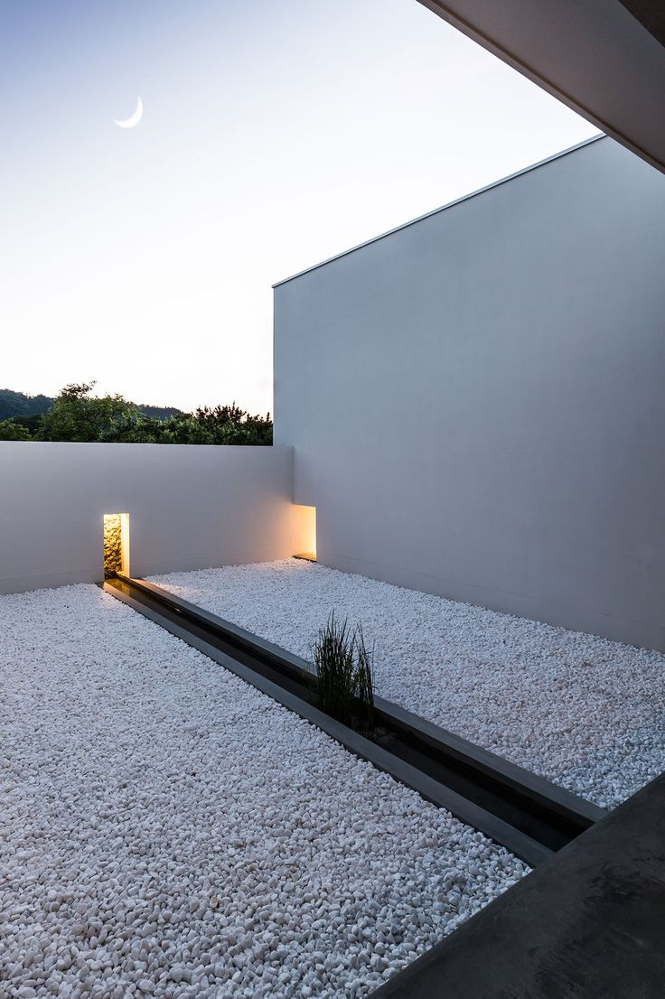 Minimalist Japanese house built around a zen garden by architect Kouichi Kimura