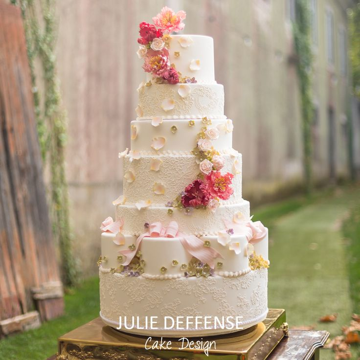 Luxury wedding cake by Julie Deffense of Julie Deffense Artistry. Sarasota, FL, Cascais, Portugal, Worldwide. Cake: Julie Deffense Photo: Portugal Wedding Photographer Location: My Vintage Wedding Portugal, Sintra, Portugal