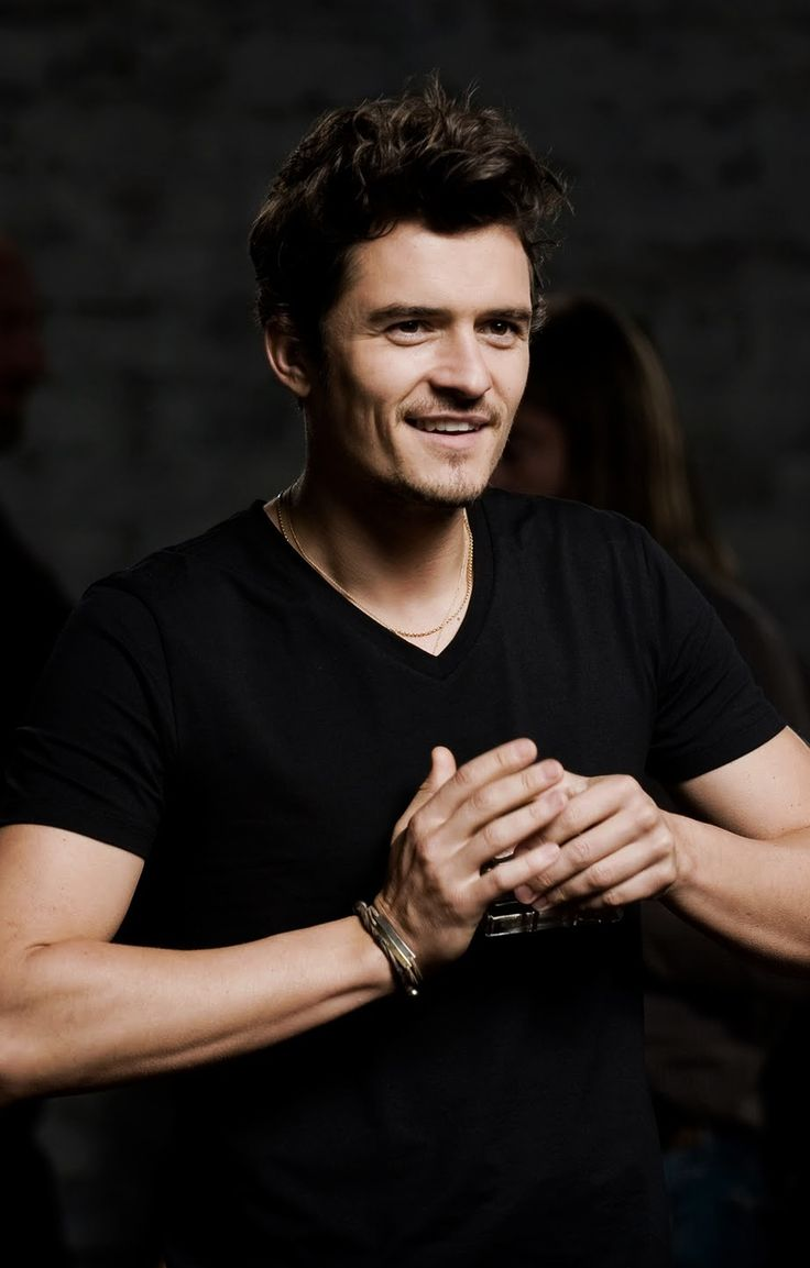 Orlando Bloom. I've just gotten on the 'Orlando Blooom is good looking' bandwagon.