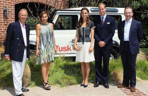Land Rover for Africa con Prince William e Kate   Nel corso della visita a Los Angeles del Principe William e della neo sposa e neo Principessa Kate, si è svolto un importante evento filantropico a Beverly Hills nel corso del quale il Duca di Cambridge ha presenziato al dono di una Land Rover 110 al gruppo Tusk Trust che si occupa di...