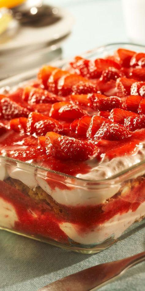 Dieses fruchtige Tiramisu ist das perfekte Dessert für dein Ostermenü. Verwöhne dich und deine Gäste mit diesem Traum aus Erdbeeren, Mascarpone und Cantuccini.