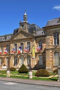 Sainte menehould l hotel de ville guide touristique de la Haute-Marne Champagne-Ardenne
