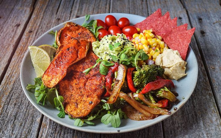 Buddha bowls usually consist of vegetables, starch, and protein and this particular bowl showcases all of those ingredients in an especially fantastic fashion. This particular bowl has a smokey BBQ…