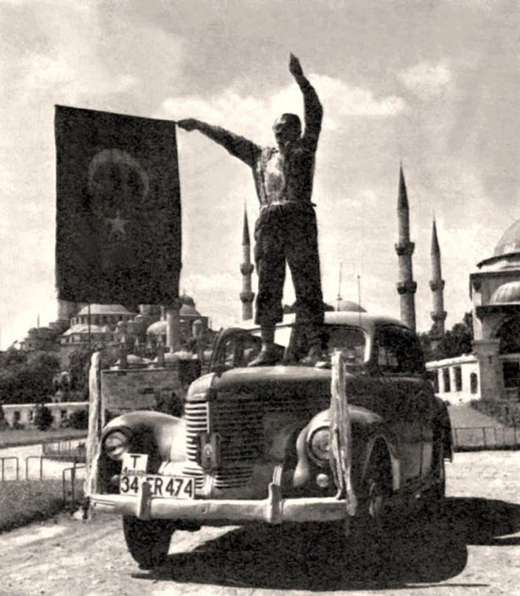 İstanbul - Sultanahmet  Galatasaray'ın unutulmaz amigosu Karıncaezmez Şevki