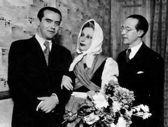 Federico García Lorca con la actriz Margarita Xirgu y. Cipriano Rivas en la presentación de Yerma (1934)