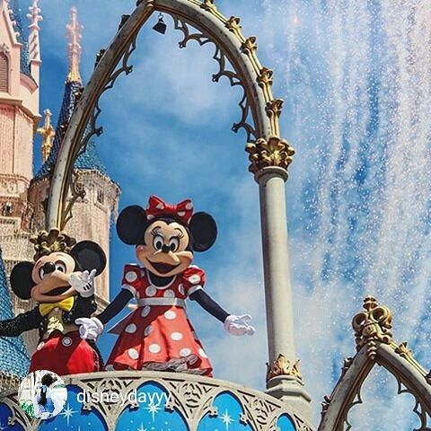 Love this photo from @disneydayyy  If #minniemouse is your favorite too - you'll be excited to learn Minnie's Seasonal Dining is continuing in 2016 at Hollywood and Vine in #HollywoodStudios.  Reservations for January to March 20th will be available starting October 27th.  #DisneyWorld #Disneytip #travel #familytravel