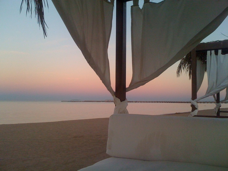 This does it for me right here...........this is Hurghada!