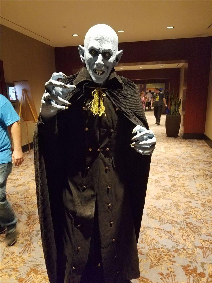 Nosferatu checks out Dragon Con 2017