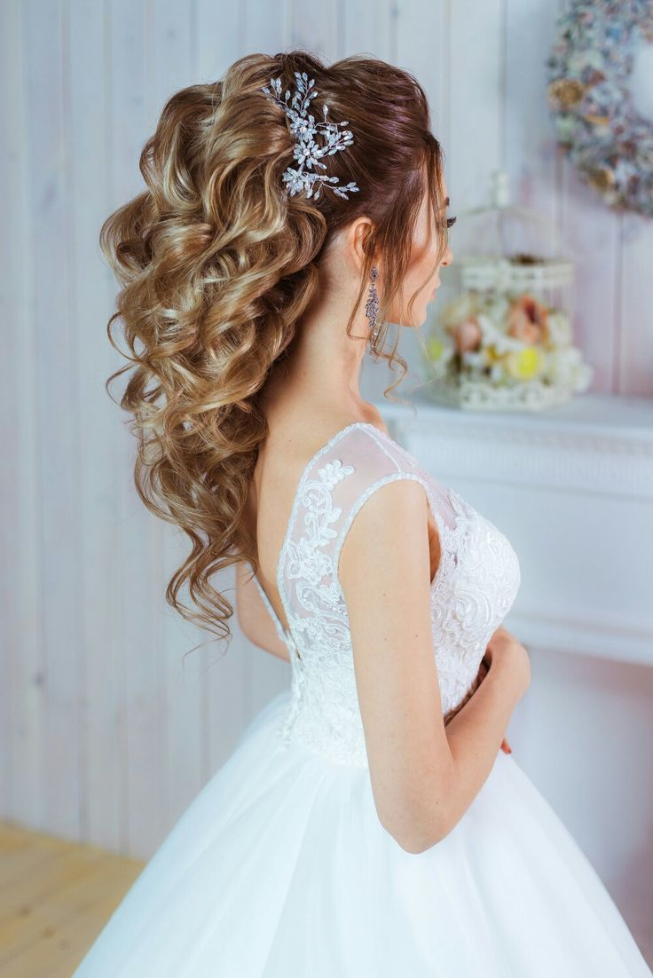 Las Joyas Mas Bellas Para El Cabello Love Wedding Ha Peinado De Boda Con Cabello Suelto Peinados Boda Pelo Largo Peinados Boda Civil
