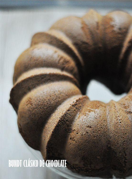 Espectacular keke de chocolate elaborado en molde Classic Nordic Ware.