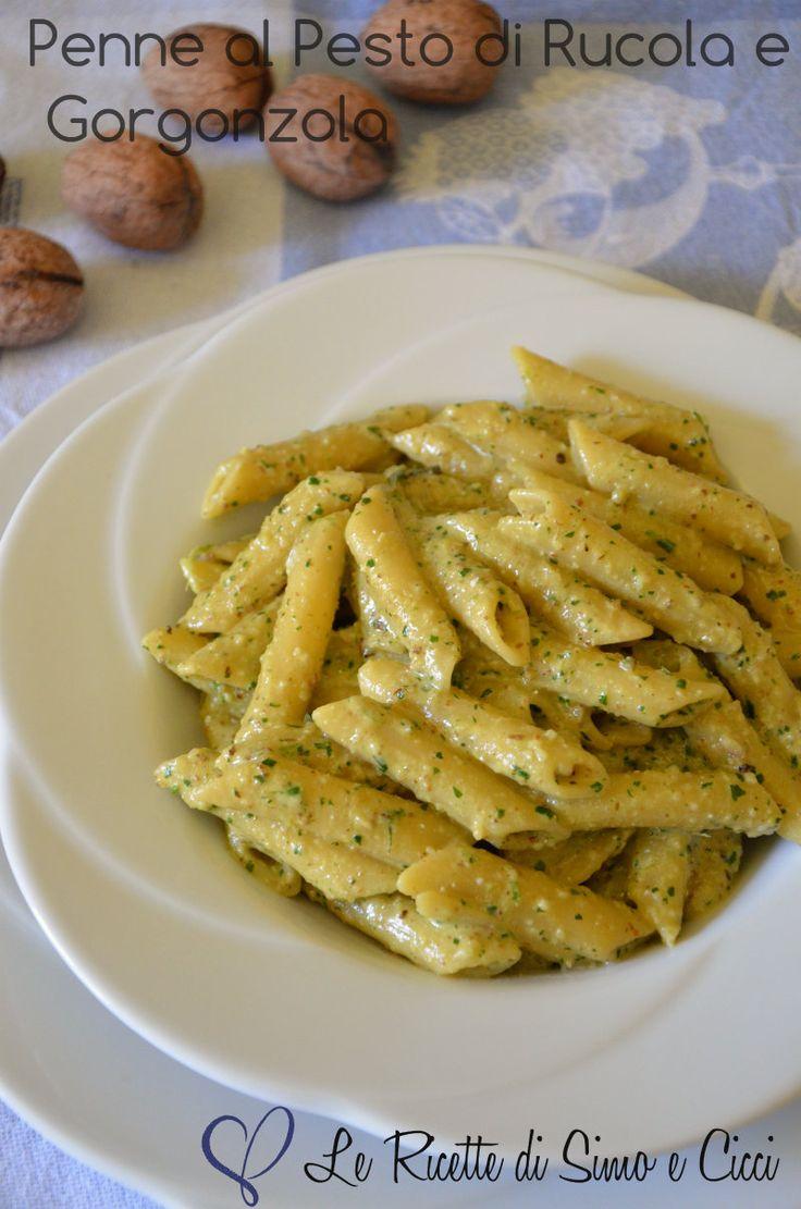 Le Penne al Pesto di Rucola e Gorgonzola sono un primo piatto semplice e dalla preparazione velocissima. Il condimento delle penne è costi