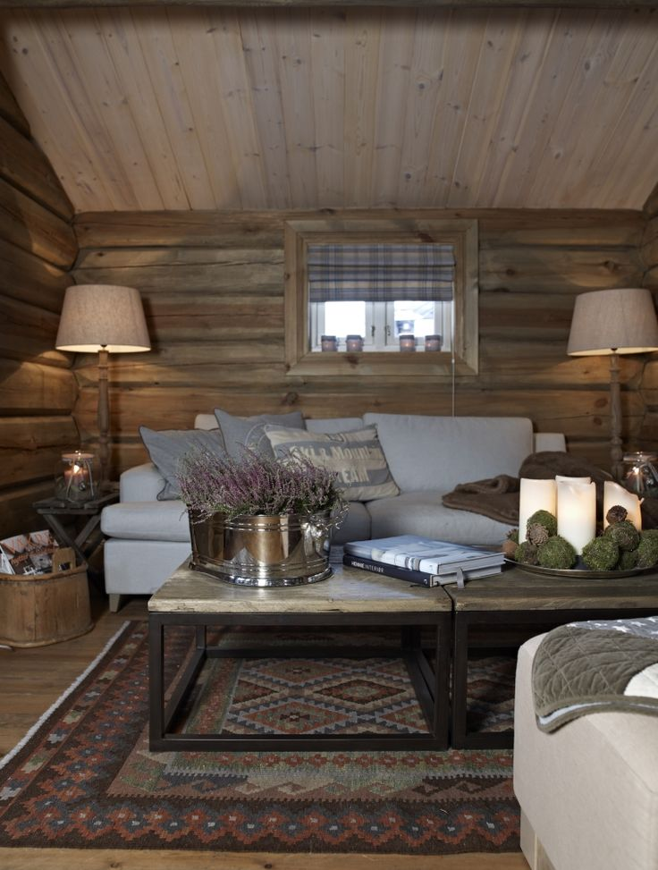Add a little nature to your cabin with some lovely winter flowers. #winter #cabin #interior