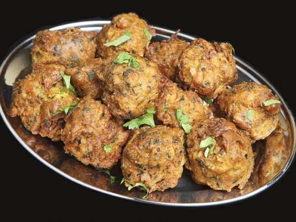Piping hot pakoras - http://idiva.com/news-work-life/musttry-5-yummy-pakora-recipes/13383#