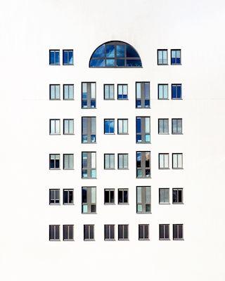 Marina Tamsol  - Fractures, windows, building fasad, photograph