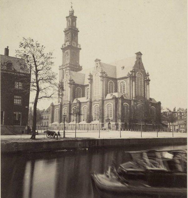 Amsterdam, de Westerkerk met zicht over het water vanuit het zuidoosten. Jaartal onbekend  © RvhCE