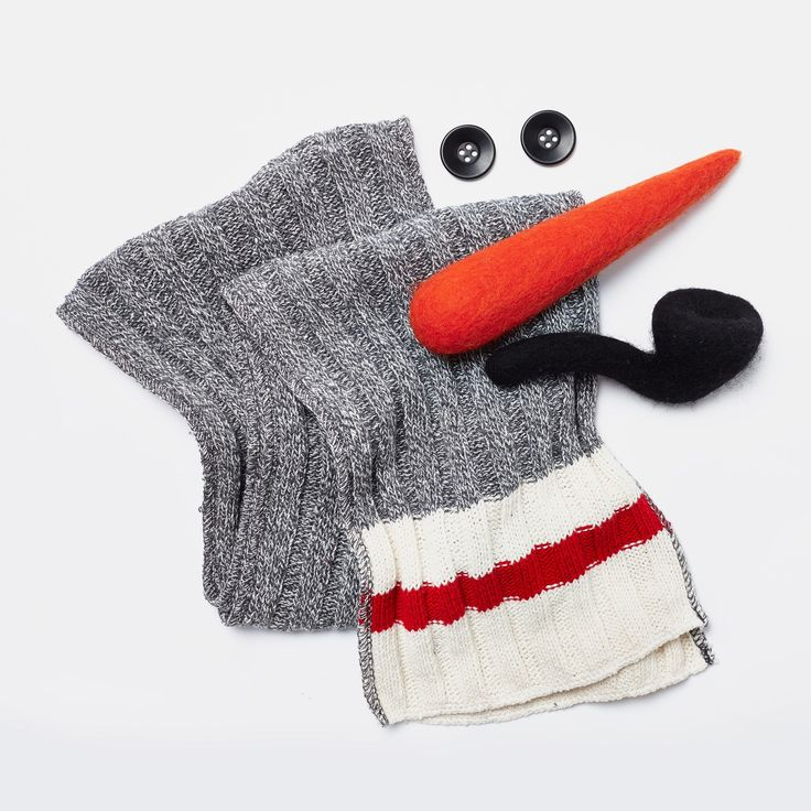 How Canadian is this store?  They actually sell a snowman kit so you have all the accessories for your snowman.  Keep in mind, this is not a novelty store, it's a decently high-end clothing store. Wow. Snowman Kit | Roots General Store Gifts