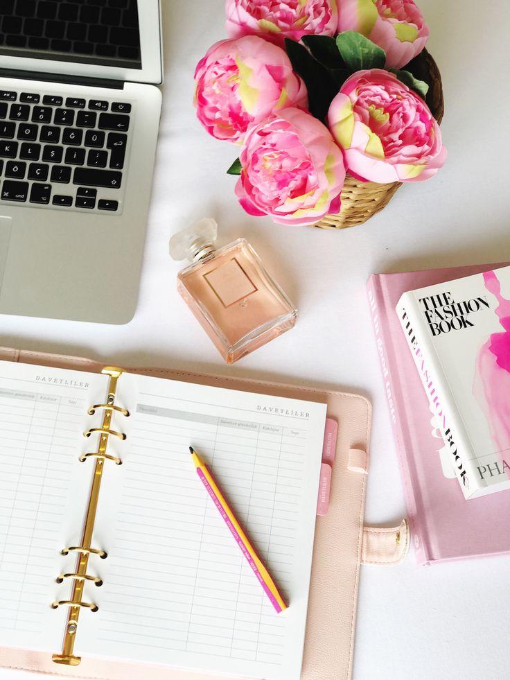 Hep mükemmel bir düğün hayal ettiniz, size yardım etmek için buradayız! Listenizdeki tüm yapılacakları, görüşmelerinizi, unutulmaması gereken ayrıntıları ve takip etmeniz gereken her şeyi tek bir yerde toplayın. Yönlendirici önerileri, checklistleri, davetli tablosu ve cepli seperatörleri ile Chapters Wedding Planner organize olmanın en şık hali! #chaptersplanner  #dugunplanlayıcı #evlilikajandası #weddingplanner #bridetobe #weddingideas #chapters_tr