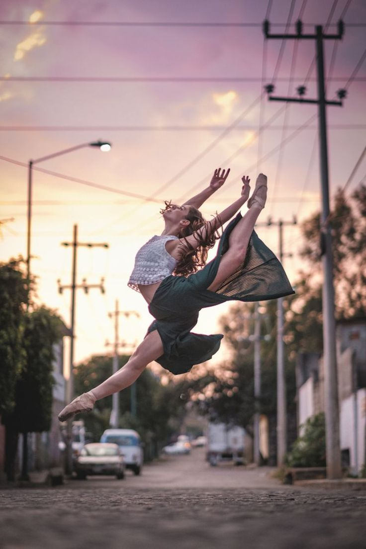 Gratitude—that's what New York-based photographer Omar Robles took away with him after his latest experience photographing ballet dancers in urban backdrops. Following his recent trip to Cuba, the talented photographer took his project to Mexico City with