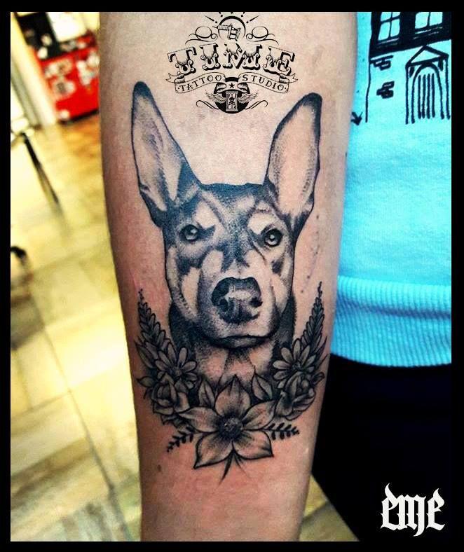 tatuaje realizado por EME en Time Tattoo por consultas o turnos acercate al local. OLAVARRIA 2831 CASI GARAY! #dogtattoo #pettattoo #perrostattoos #blackandgrey