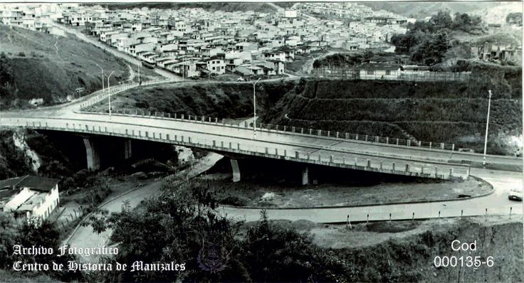 Mayo 9 de 1994, se inaugura este puente en la Avenida del Río.