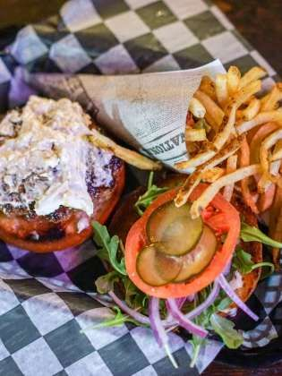 Avenue Pub St Charles Avenue Burger And Fries Nightlife In