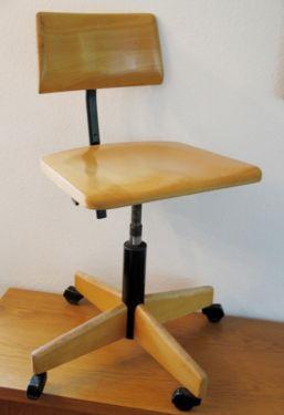 Drehstuhl Architektenstuhl Werkstattstuhl - Bauhaus alter Stuhl in Bergisch Gladbach