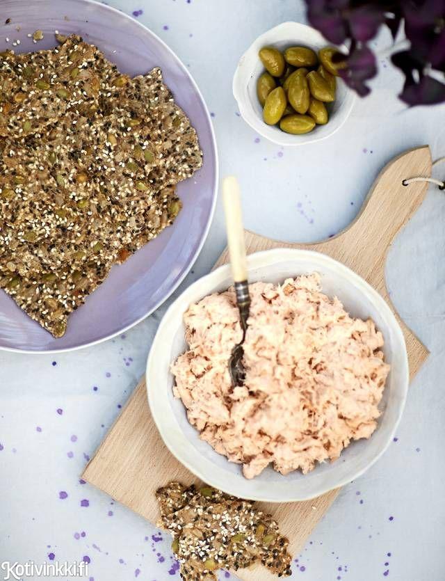 Täyteläinen lohitahna ja pellillinen siemennäkkäriä | Kotivinkki