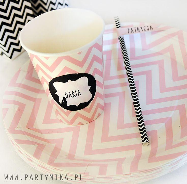 Jednorazowe talerzyki papierowe groszki i zyg-zaki - partymika